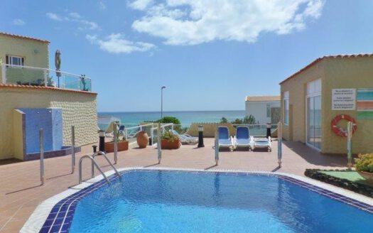 apartamento con piscina y ubicación directa en la playa